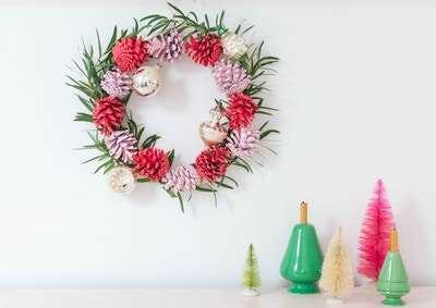 DIY PINECONE CHRISTMAS WREATH