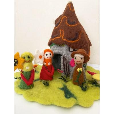 SparksJoi Woodland Felt Fairy House with Finger Puppets 2021
