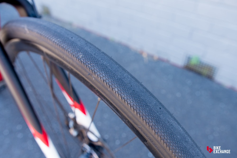 guide to road bike tyres tread pattern
