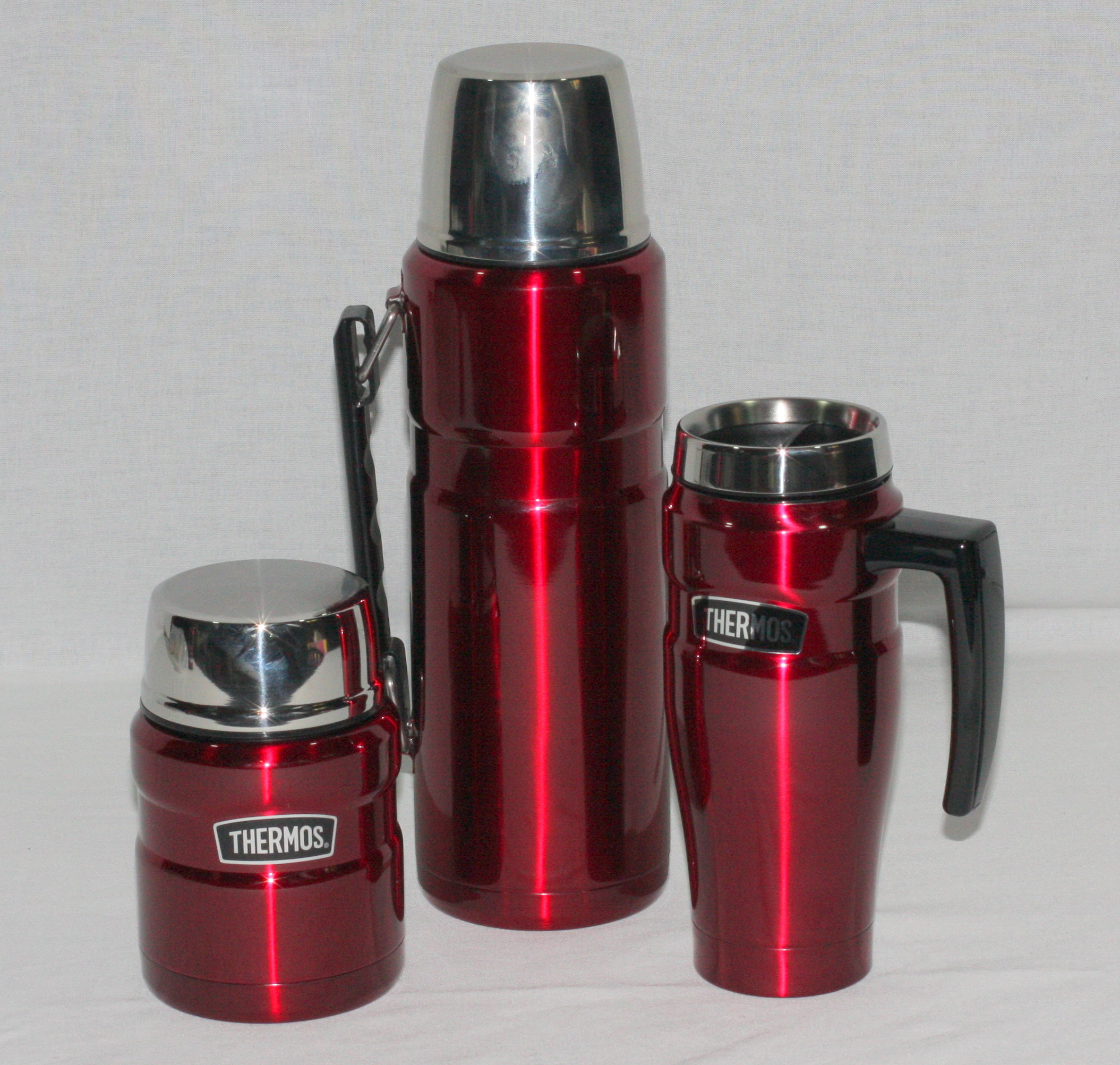 1.2 litre THERMOS Flask with a 500 ml Travel Mug and a 470 ml Food Jar in RED This is a special offer of a 1.2 litre Red Thermos Flask plus a 500 ml spill proof travel mug and a 470 ml Food Jar with a stainless steel spoon. All of these products are stainless steel and vacuum insulated for maximum heat or cold retention for the longest period.