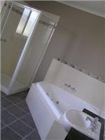 Spa ensuite Mayfair Gardens Traralgon