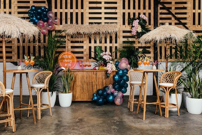 GETTING CHEEKY IN TIKI: A FUN HAWAIIAN PARTY THEME