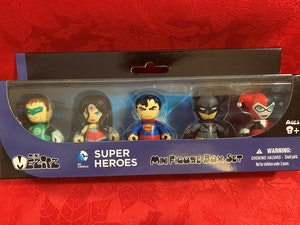 DC Comics - Mez-Itz 5-Pack - Batman - Superman - Wonder Women - Green Lantern - Harley Quinn - New In Box
