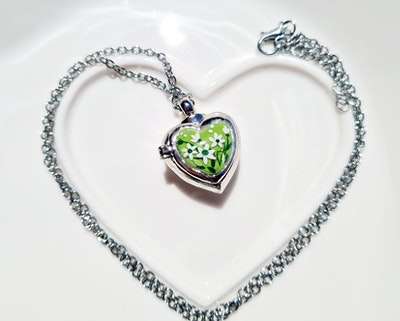 Bee's Knees Keepsake  MOTHER'S LOVE heart ash urn memorial pendant,  cremation jewelry, photo pendant keepsake, sympathy gift 2021