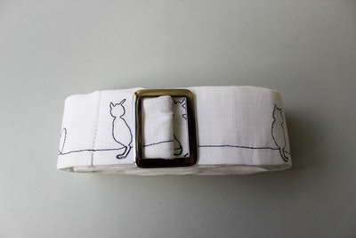 Julevidge Linen belt with a cat pattern