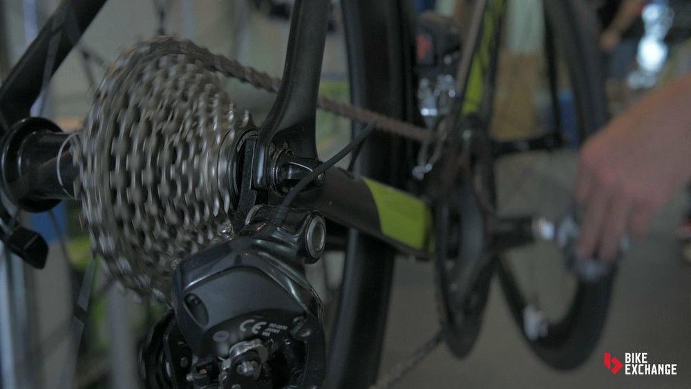 Hoe werkt Shimano Di2 Synchro Shifting?