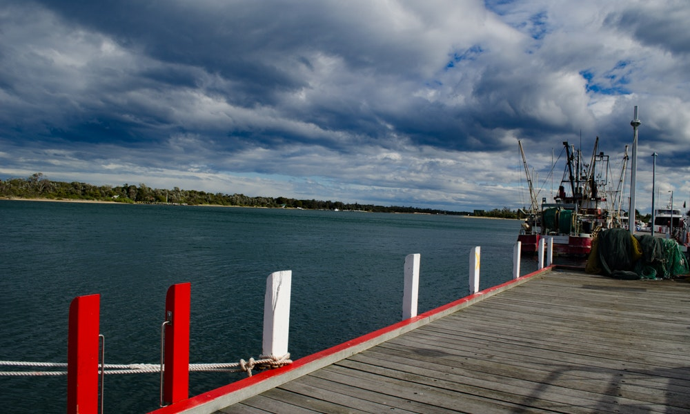 outdoria-lakes-entrance-local-fishing-advice-cunninghame-arm-jetty-red-boat-2-jpg