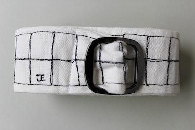Julevidge Linen belt with a white checked pattern