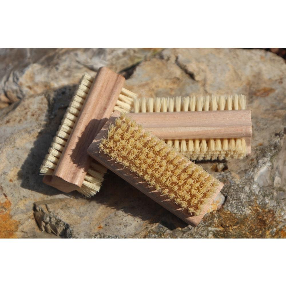 Natural Spa Supplies Nail Brush Of Beech Wood With Stiff Natural Cactus Bristles