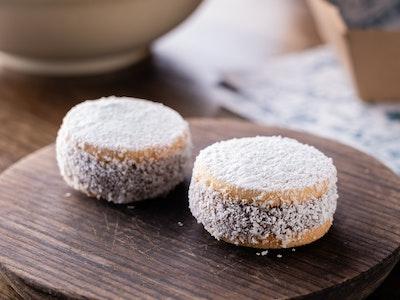 Alfajor (single) ~ Argentinean shortbread cookie filled with dulce de leche