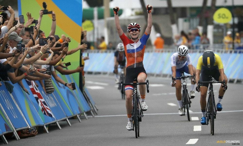 Anna van der Breggen takes gold in a nail biter