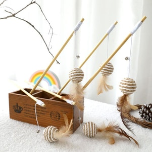 Queenie's Pawprints MEOWgic Wand - Eco-friendly Cat Teaser Toy