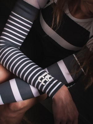 TIC CC Arm warmers stripes Pebble grey