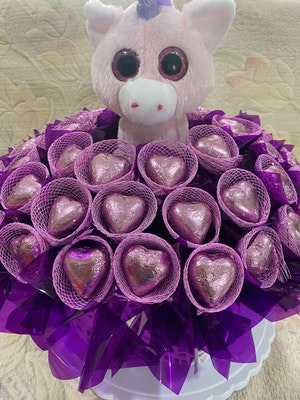 HiWish Gifts Unicorn and chocolate hearts Bouquet