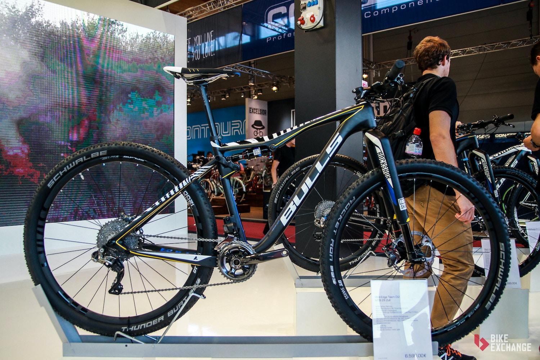Bulls mit neuen Mountainbikes und verbesserten E-MTBs für 2017