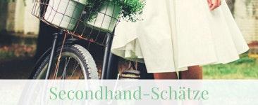 Hochzeitsflohmarkt: BRautpaar auf einer grünen Wiese mit Fahrrad