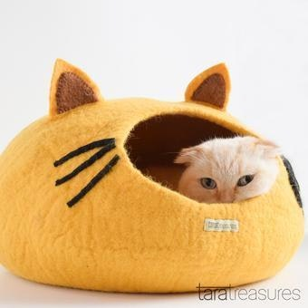 """Queenie's Pawprints Hand-felted Wool Cat Cave """"Yellow Head"""""""