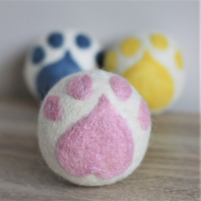 """Queenie's Pawprints Natural Wool Hand-felted Toy """"Paw Ball"""" - Pink"""
