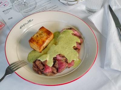 Entrecôte CLASSIQUE for 1 people, 2 courses w/ sourdough baguette