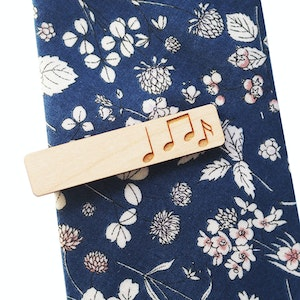 Etched Music Notes Tie Bar in Maple