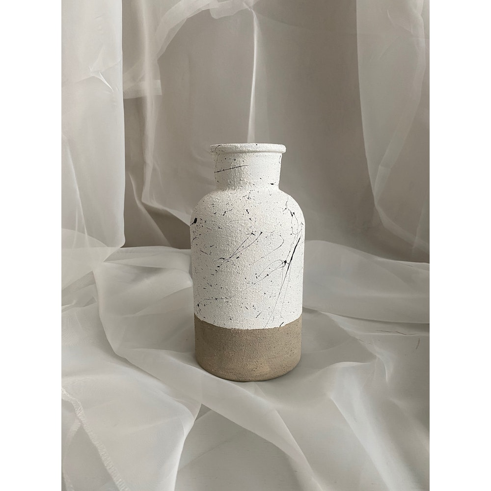 Sixteen Luxe Handpainted 20cm Textured Vase With Stone Bottom And Black Fleck