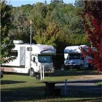 Motorhomes  at Beechworth Lake Sambell.