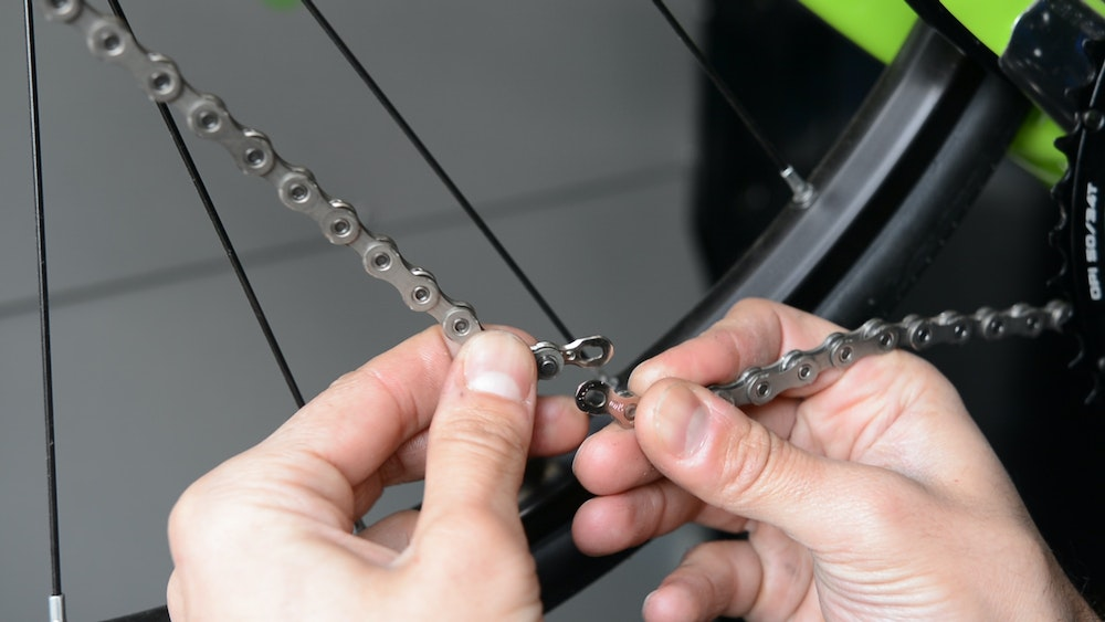How to Fit and Change a Chain BikeExchange 2017 quick link KMC