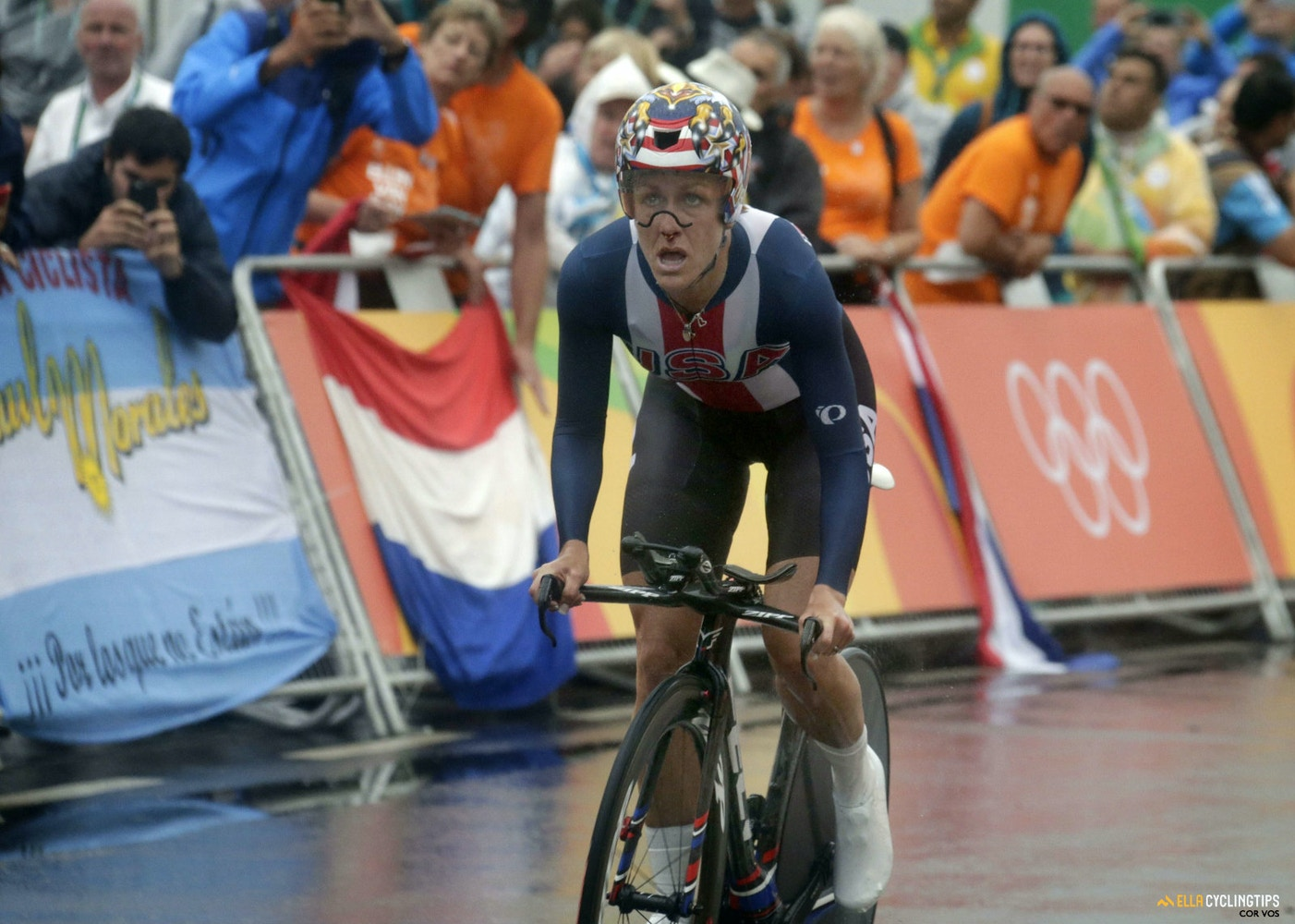 Experience pays off in gold as Kristin Armstrong wins rainy Olympic time trial