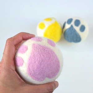 Queenie's Pawprints Natural Wool Hand-felted Ball Toy - Paw