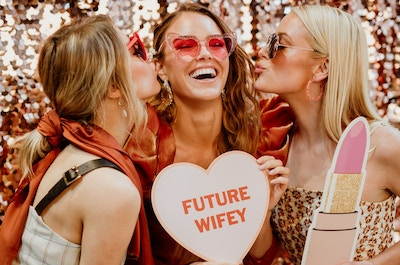 FUTURE WIFEY: HOW TO HOST A 2019 HENS PARTY