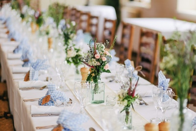 Sitzordnung an der Hochzeit