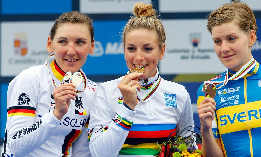 fullpage Prevot wins rainbow jersey