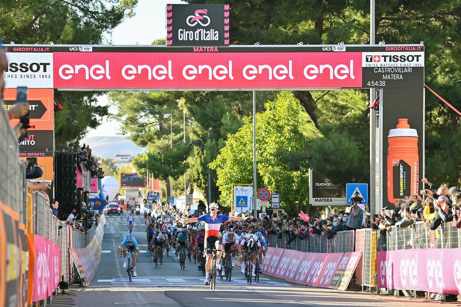Arnaud Démare Logra su Segunda Victoria de Sprint - Giro d'Italia Etapa 6