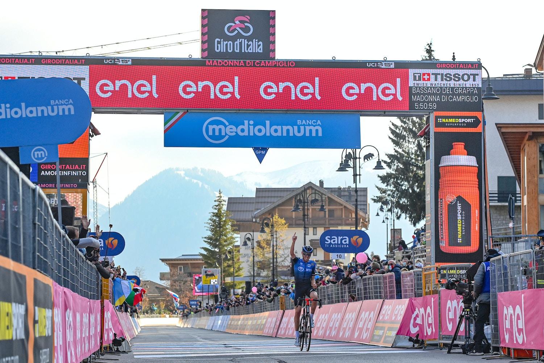 Ben O'Connor Gana en Solitario desde la Fuga - Giro d'Italia Etapa 17