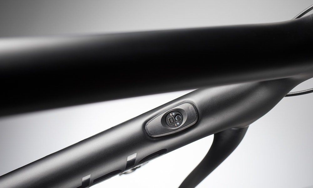cannondale-2018-synapse-cable-port-ten-things-to-know-bikeexchange-jpg
