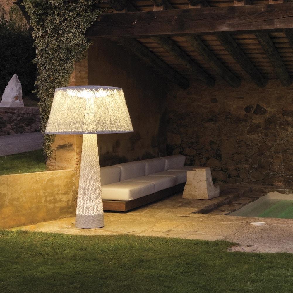 Originele tuinverlichting: weerbestendige staande lampen