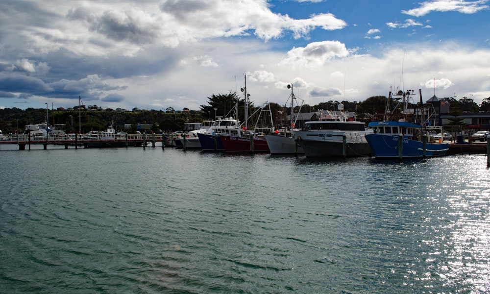 outdoria-lakes-entrance-local-fishing-advice-moored-boats-western-eastern-harbour-commerical-fishing-2-jpg