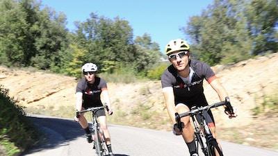 Die Berge erklimmen: Mit dem Rennrad durch die Pyrenäen