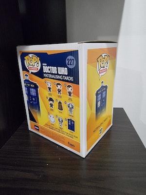Doctor Who - Materialising Tardis