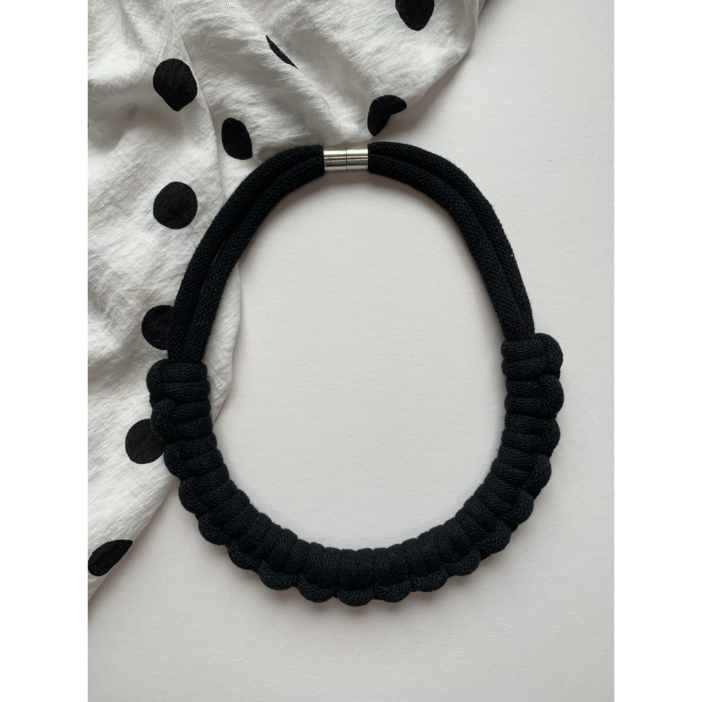Form Norfolk Hitch Knot Necklace In Midnight Black