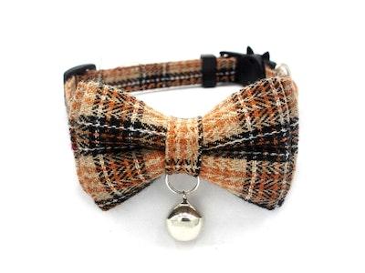 Queenie's Pawprints Kitty Bowtie English Style Collar in Brown