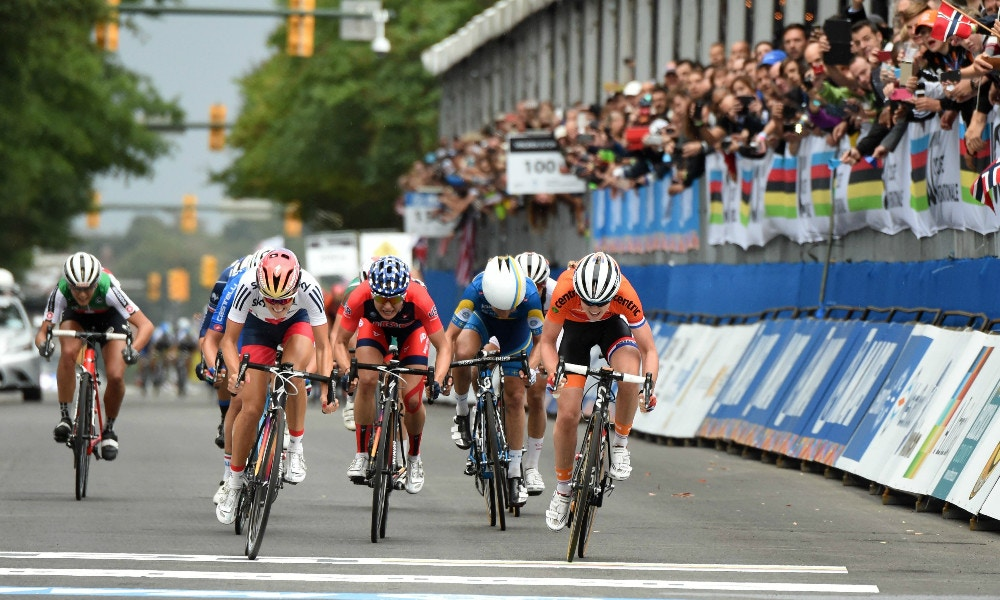 Lizzie Armitstead Powers to Victory