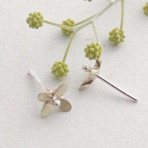 Yellow gold Star flower with silver ball