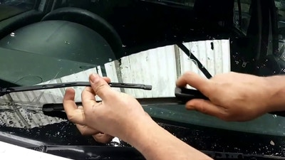 Replacing Windscreen Wiper Blades