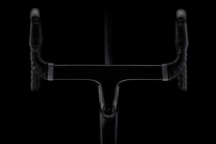 display 2016 Trek Madone 9.9 H2   bars  1
