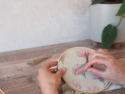 Wall hanging embroidery kit - Gum flower print