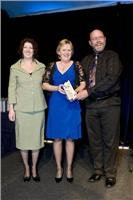 Justine Smith (l) from Tourism NSW with award winners Julie and John Eggenhuizen of Tow-Ed.