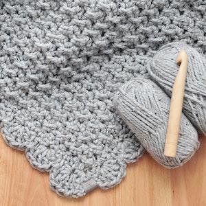 Marshmallow • Throw • Crochet Chunky Knit • Colour: EARL GREY