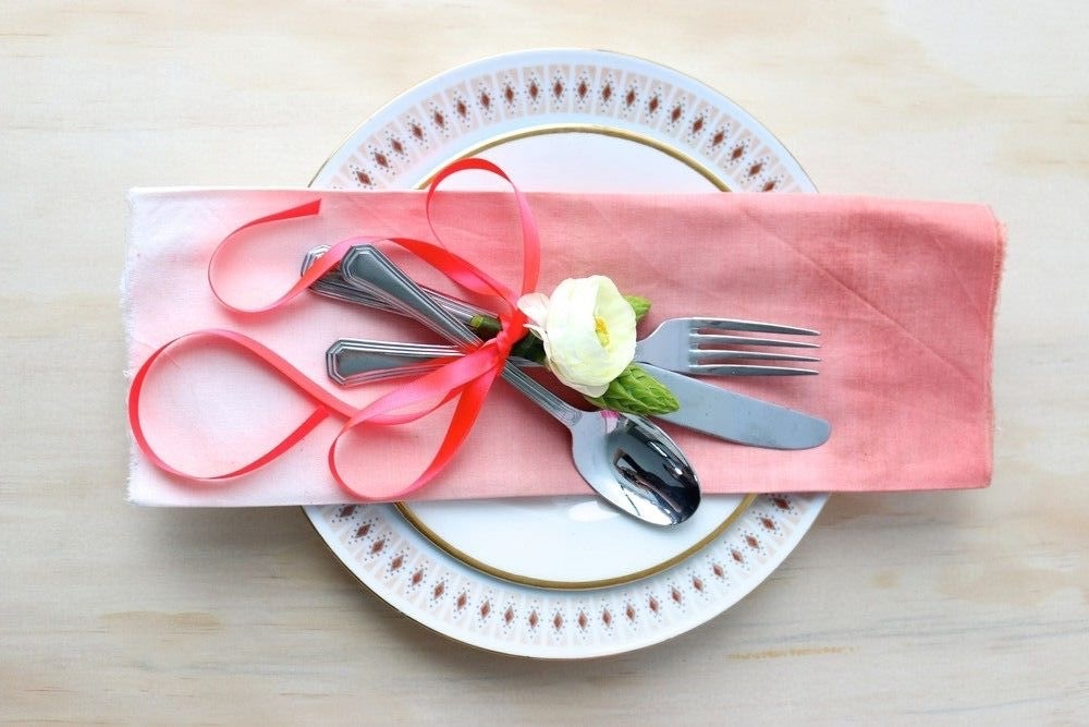DIY OMBRE NAPKINS WITH ABIGAIL JANE