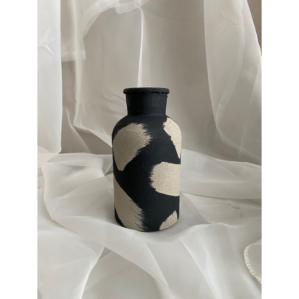 Sixteen Luxe Handpainted 20cm Black Textured Vase With Stone Strokes